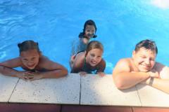 In het zwembad...